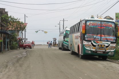 The only clue for finding the bus stop in Mompiche? Stopped buses.